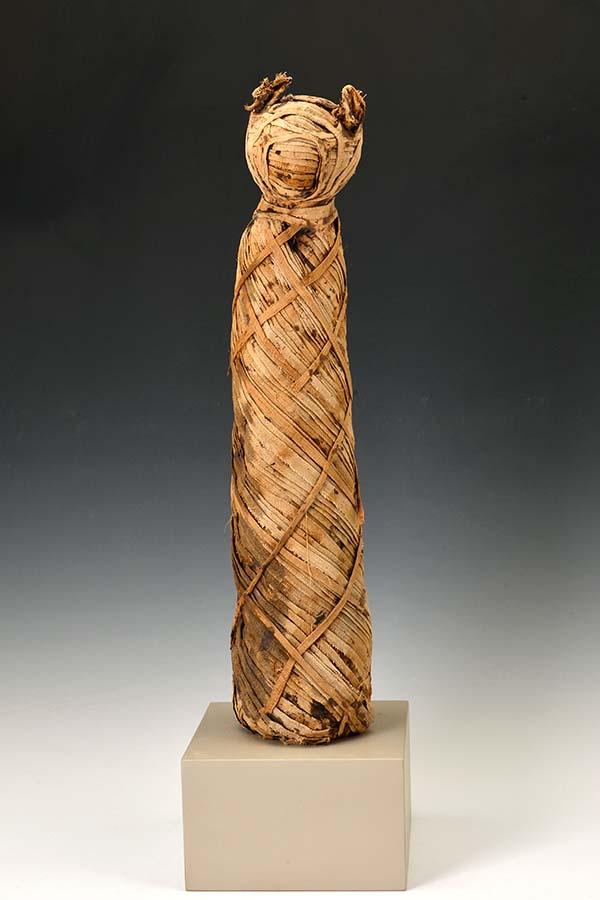 ネコのミイラ 動物のミイラ、リネン エジプト グレコ・ローマン時代(紀元前2世紀か前1世紀頃) レーマー・ペリツェウス博物館所蔵 ROEMER- UND PELIZAEUS-MUSEUM HILDESHEIM