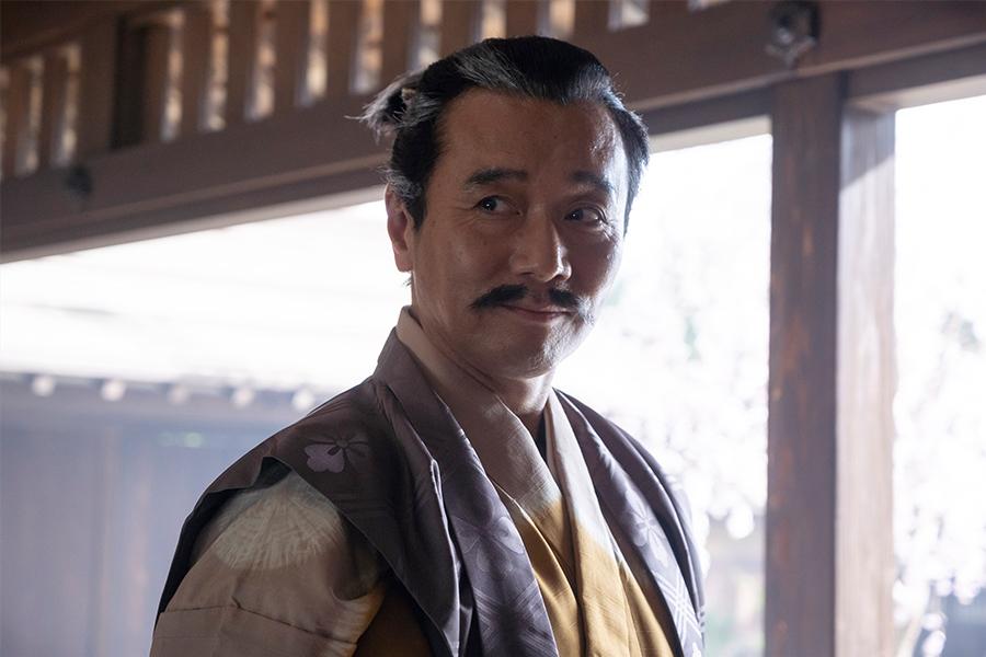 「麒麟がくる」尾美としのりが初共演の本木雅弘と「あまり目を合わせない」理由とは?