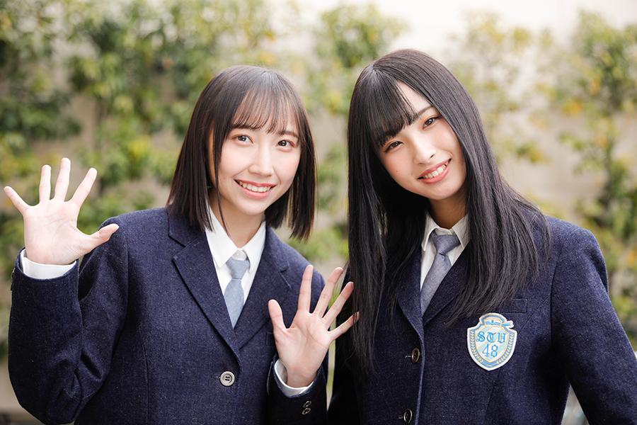 インタビューに応じた薮下楓(左)と沖侑果【写真:キクイヒロシ】
