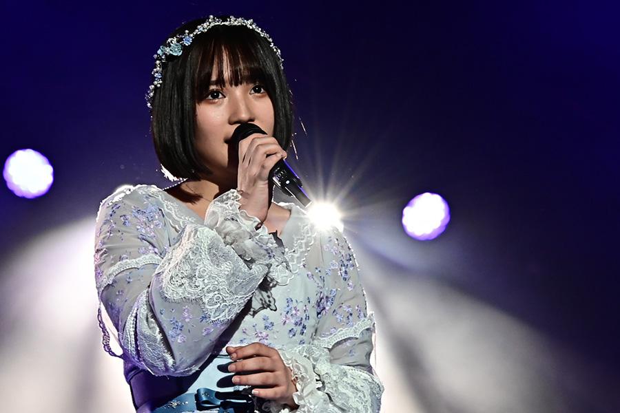 """矢作萌夏が""""AKB48人生最後""""の熱唱 岡田奈々らと美しいハーモニー"""