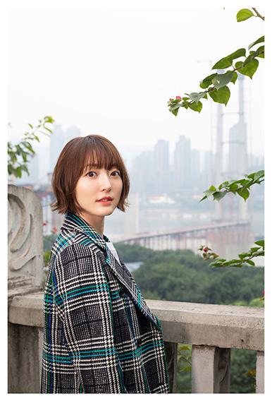 声優の花澤香菜、中国・重慶で大胆ショット 「かなり攻めたカットもあります」