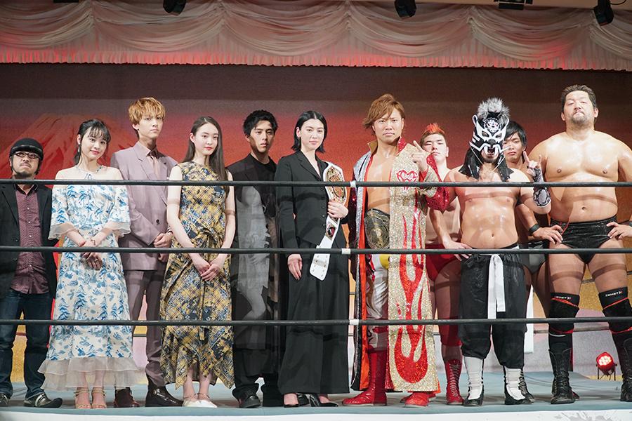 映画「犬鳴村」と全日本プロレスの異色のコラボ会見が実現した