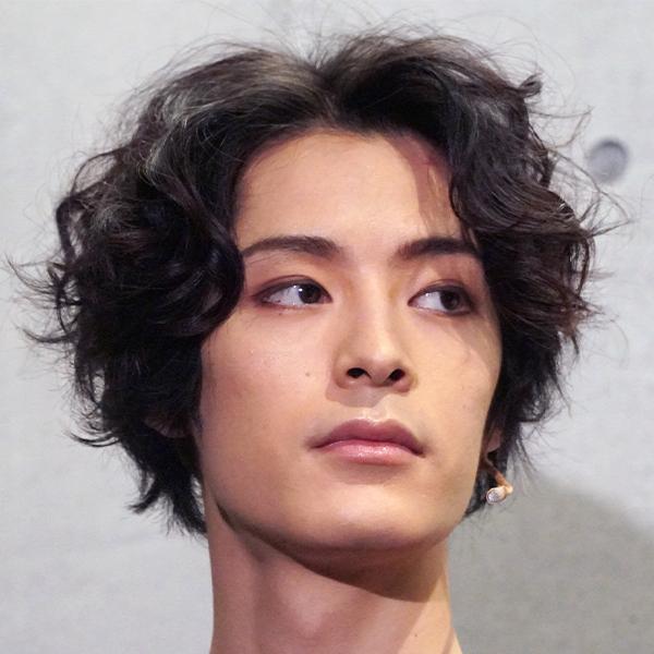 イケメン俳優・塩野瑛久がバラエティー番組出演の胸の内を告白…「ソワソワします」