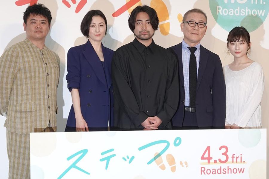 (左から)飯塚健監督、広末涼子、山田孝之、國村隼、伊藤沙莉