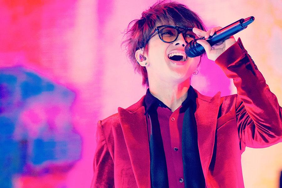 "AAA西島隆弘、インスタライブで渡辺直美と""変顔""披露 メンバーも急遽参加でファン感激"