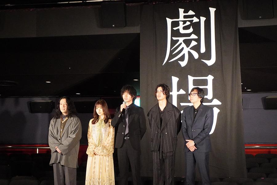 映画「劇場」完成イベントを行った(左から)又吉直樹、松岡茉優、山﨑賢人、寛 一 郎、行定勲監督