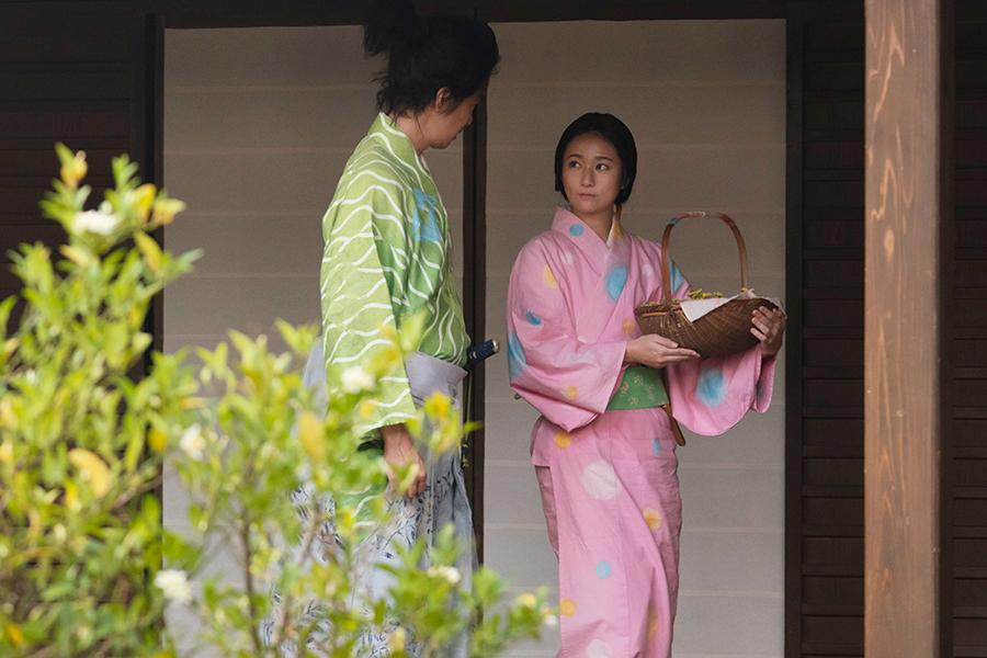 長谷川博己と木村文乃(C)NHK