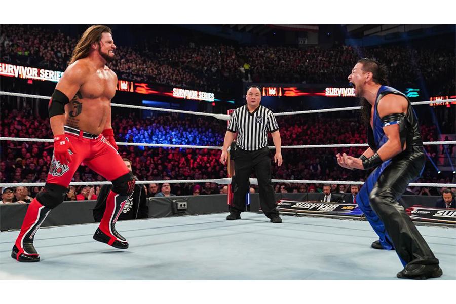 WWEスーパースター AJスタイルズ(左) (C)2020 WWE, Inc. All Rights Reserved.