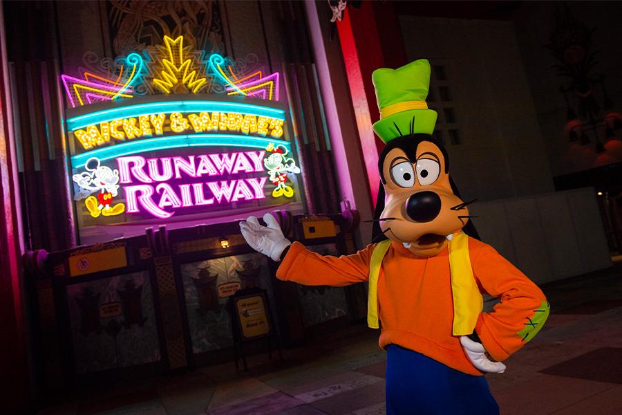 ミッキーとミニーのランナウェイ・レイルウェイ(C)Disney