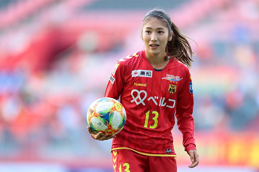 仲田歩夢の勇ましく美しいユニ姿に歓喜の声「ボールになりたい…」「その姿が一番素敵」