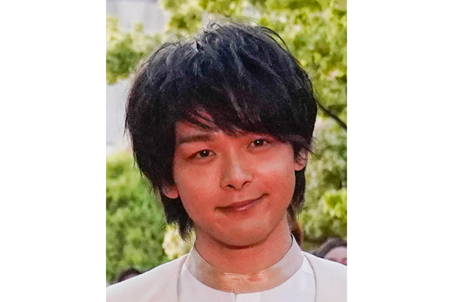 中村倫也、おしゃれなフェイスシールド姿にファン歓喜「なにをしてもかっこいいです」