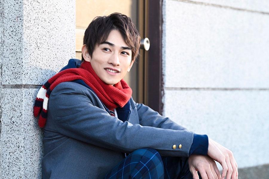 劇団EXILE・町田啓太の爽やかなブレザー制服ショットにファン悶絶「こんな素敵な人が初恋の相手だったら…」