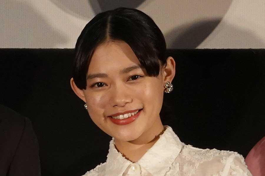 """杉咲花、ヒロミからプレゼントされた""""本格手打ちセット""""でうどん作り披露 「母と作りました」"""