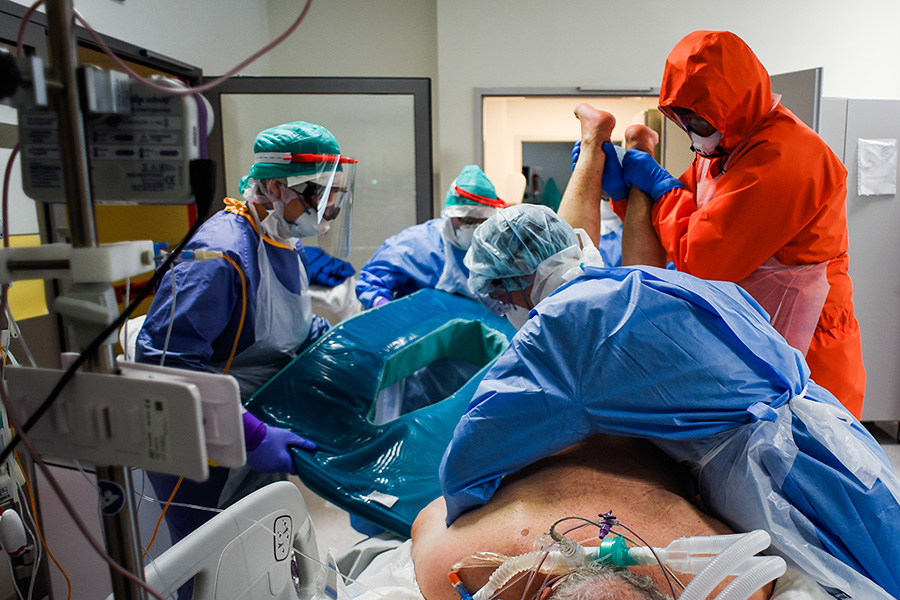 各国が懸命の治療を行っている【写真:Getty Images】