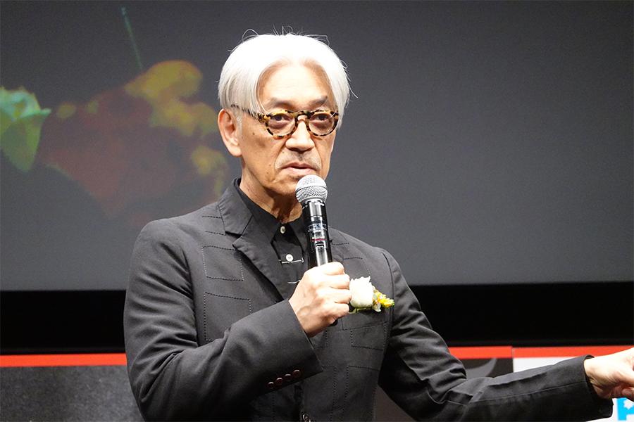 「大島渚賞」の授賞式に出席した際の坂本龍一
