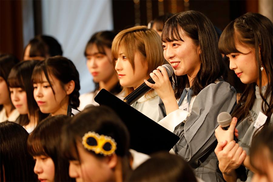 STU48の新曲リリースを発表する今村美月(後列の右から2人目)、左隣は岡田奈々(C)STU