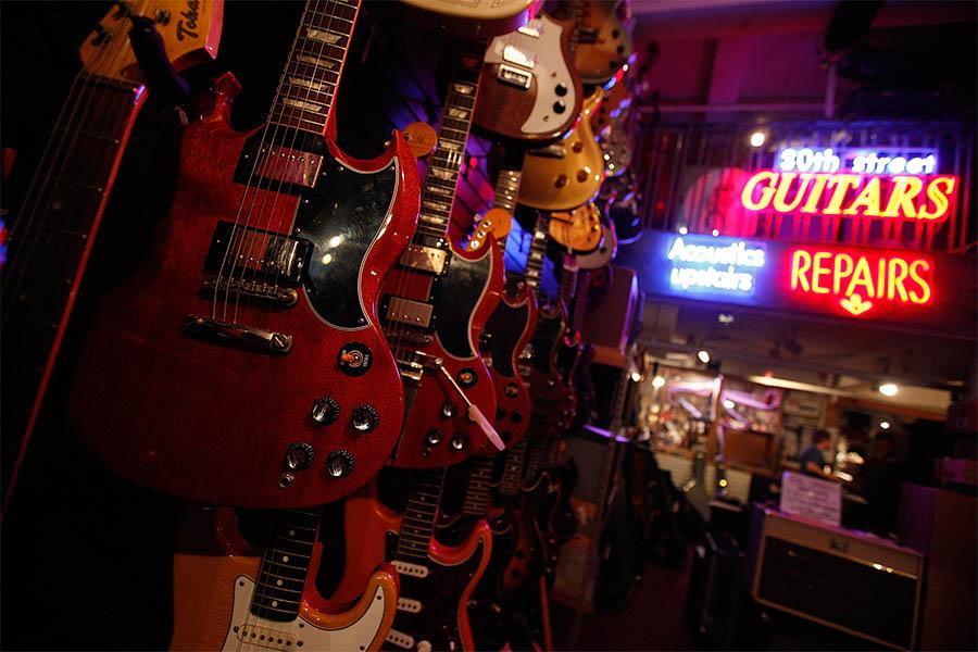 コロナ禍はギター修理販売にも不安じわり…楽器演奏の再発見への期待も「自粛が長引けば、収入減は怖い」