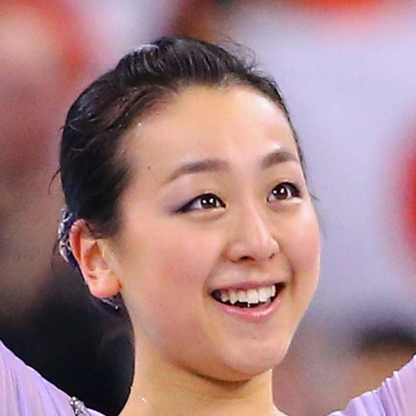 浅田真央が上品な花柄エプロン姿をお披露目 ファン「板についてきましたね」「お似合い」