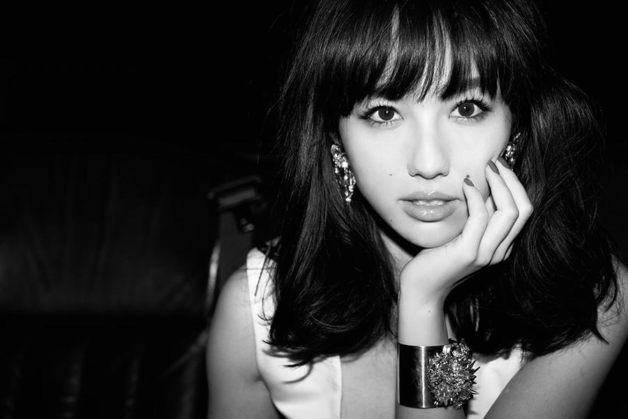 谷村奈南、ヨガの魅力を大胆ウエアで発信「どの写真もいいわ~」「美人だしスタイルも良いね」