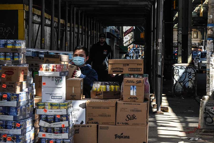 コロナ禍で物流ストップ、14時間かけ仕入れ 地域住民のために営業を続ける米食料品店