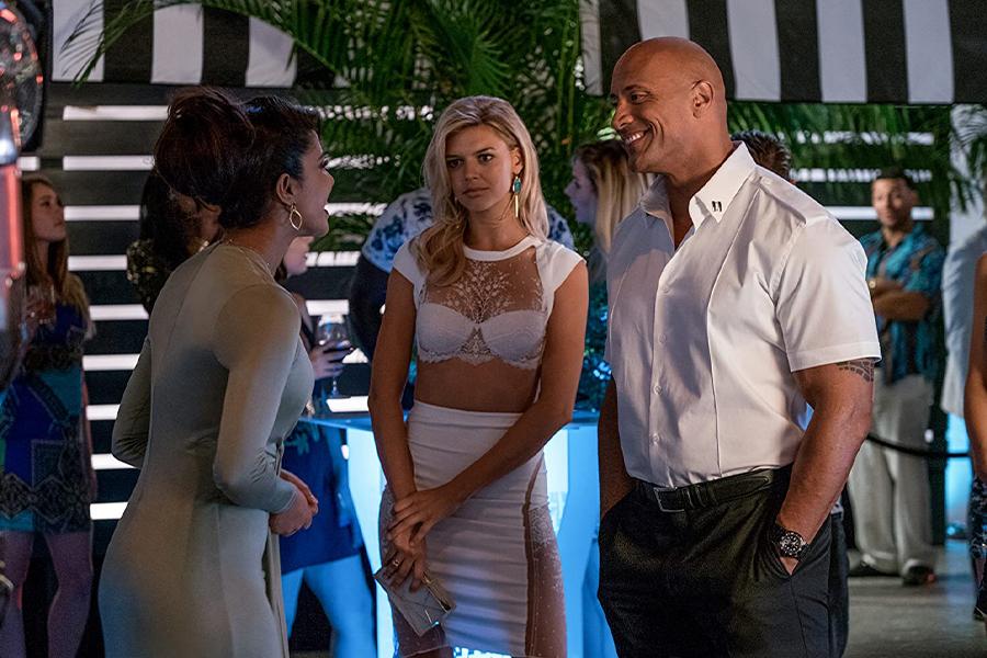 【映画とプロレス #17】「ベイウォッチ」はハリウッドvsボリウッド!? ロック様と対戦したインドのトップ女優