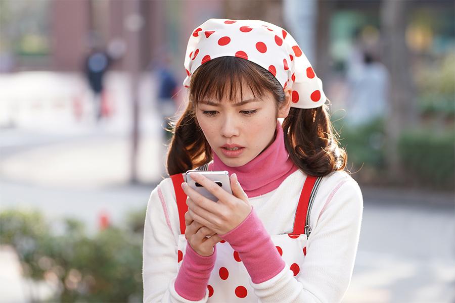 """ネットで話題の「美食探偵」スマホ音声検索機能""""クルックー""""の正体判明…日テレ女子アナだった!!"""