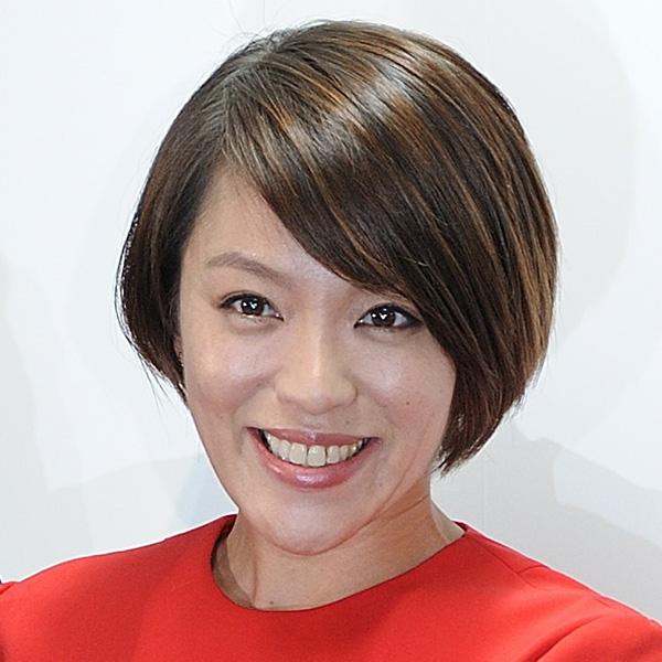 今井絵理子氏、手話Tシャツで笑顔を披露 「表情がSPEED時代を彷彿とさせます」の声