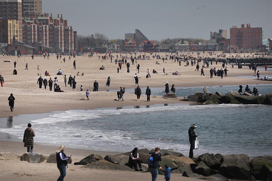 コロナ深刻なNY市が「ビーチにフェンス」辞さない覚悟 市長が厳格方針打ち出す