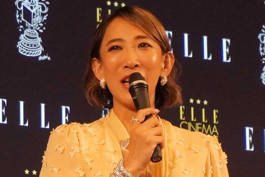 蜷川実花氏、強烈デザインの事務所の洗面所を公開「現代美術館!!」「攻めてる」と驚き