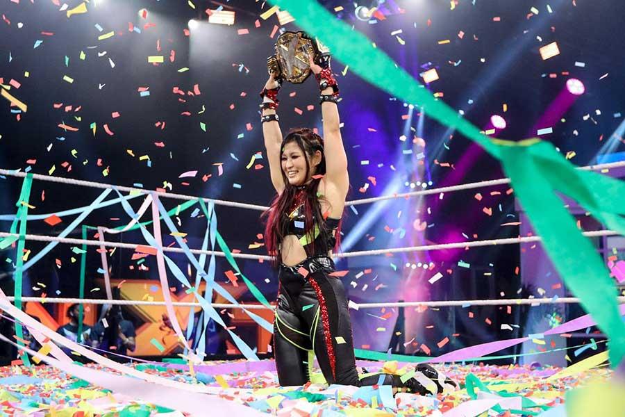 【WWE】紫雷イオ、死闘を制し念願のNXT女子王座を初戴冠!!中邑真輔も祝福「おめでとう」