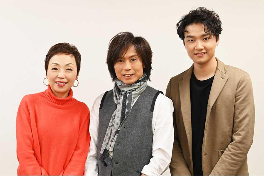 クミコ、つんく♂、井上芳雄の3ショット【掲載:ENCOUNT編集部】