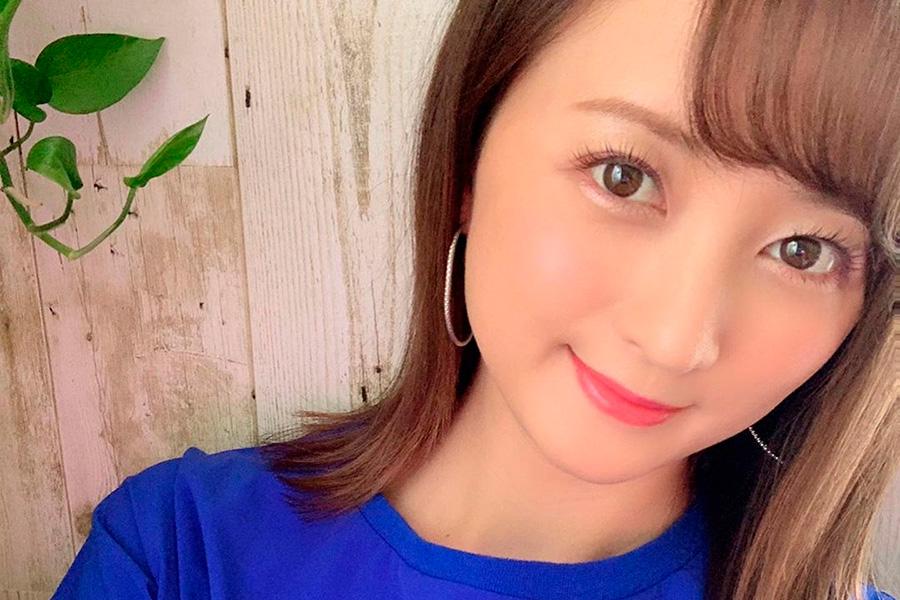 """小松彩夏、人生初の""""マツエク""""に興奮! イメチェンした姿に反響「吸い込まれちゃう~」"""