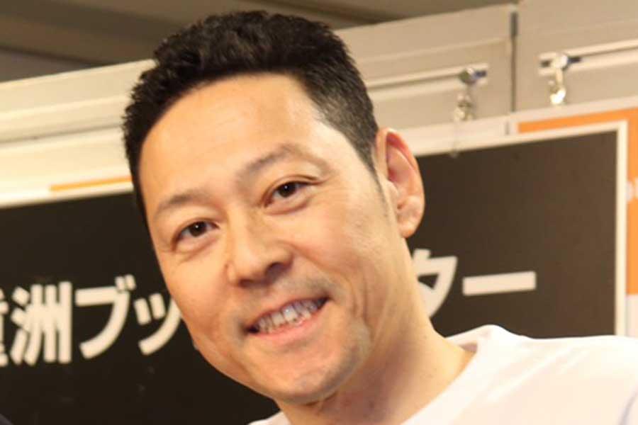"""東野&今田""""Wコージ""""約20年前の姿が話題「若いときも頭ちりちり」「髭が濃い時代の今田さん」"""