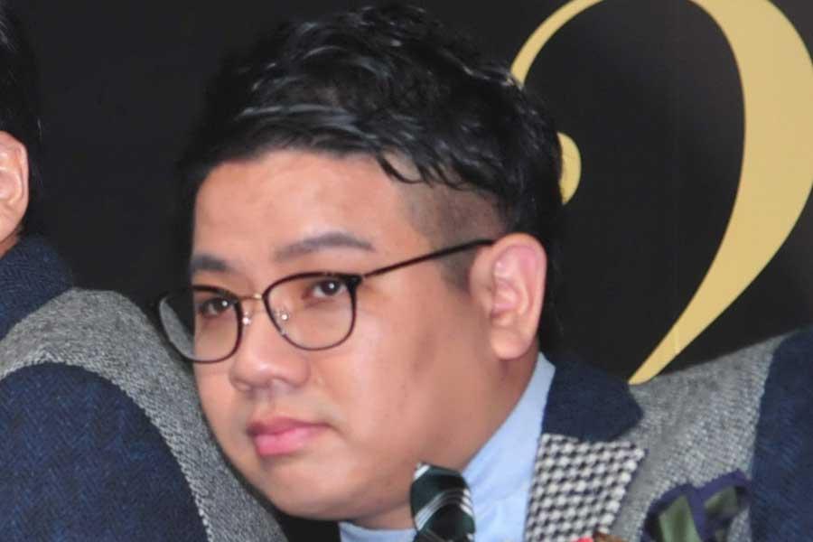ミキ昴生、久々のディズニーランドで大はしゃぎ 「プーさんみたい」とファンは反応