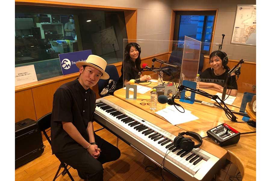 マナカナ、朝ドラ「だんだん」の劇中歌が再び 作曲家・村松崇継のラジオで熱唱