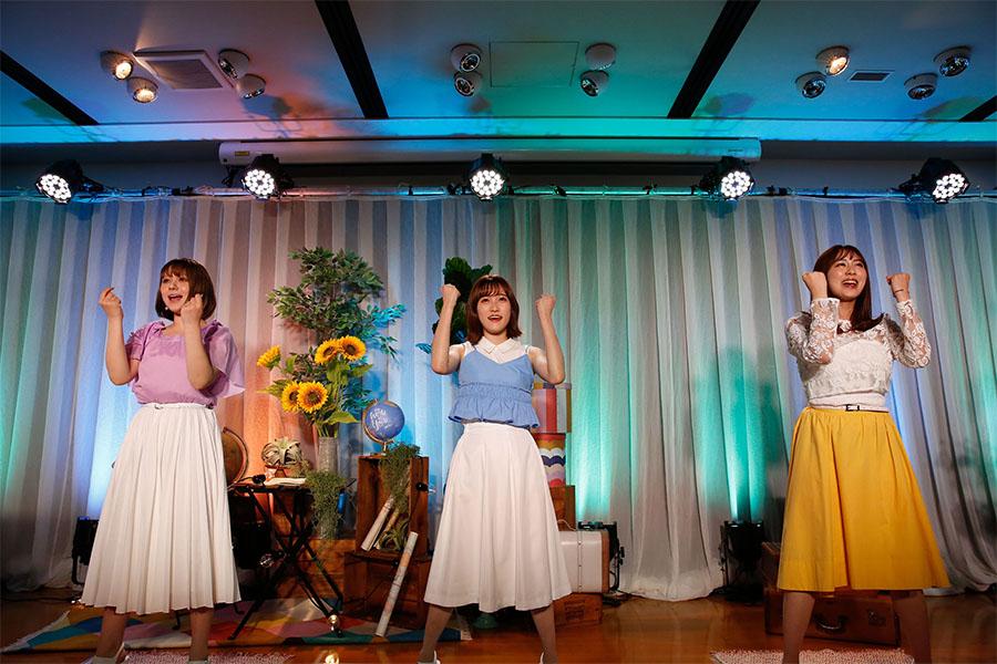 HKT48がレッスン場から3か月ぶりステージ、坂口理子は涙で「ファンがいてくれたから…」