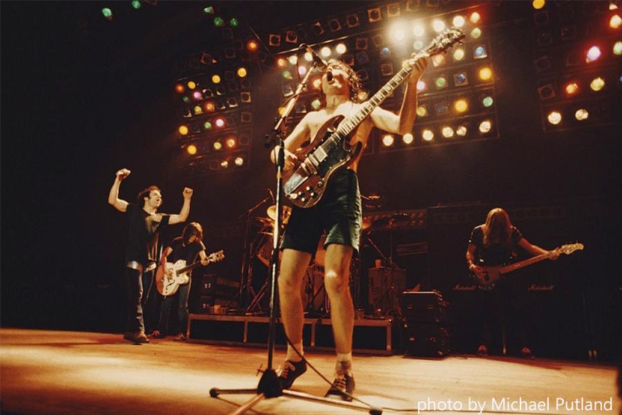 AC/DC「Back in Black」40周年を記念して収録曲のMVを高画質で配信 初来日公演の模様も!