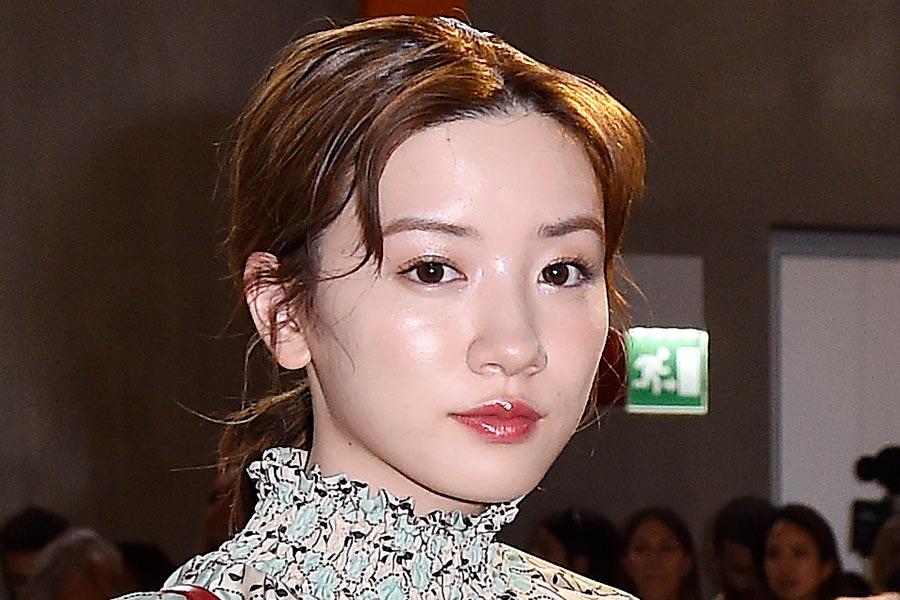 永野芽郁&今田美桜、フェースシールド着用で独特ポーズに「安定の可愛さ」「最強」