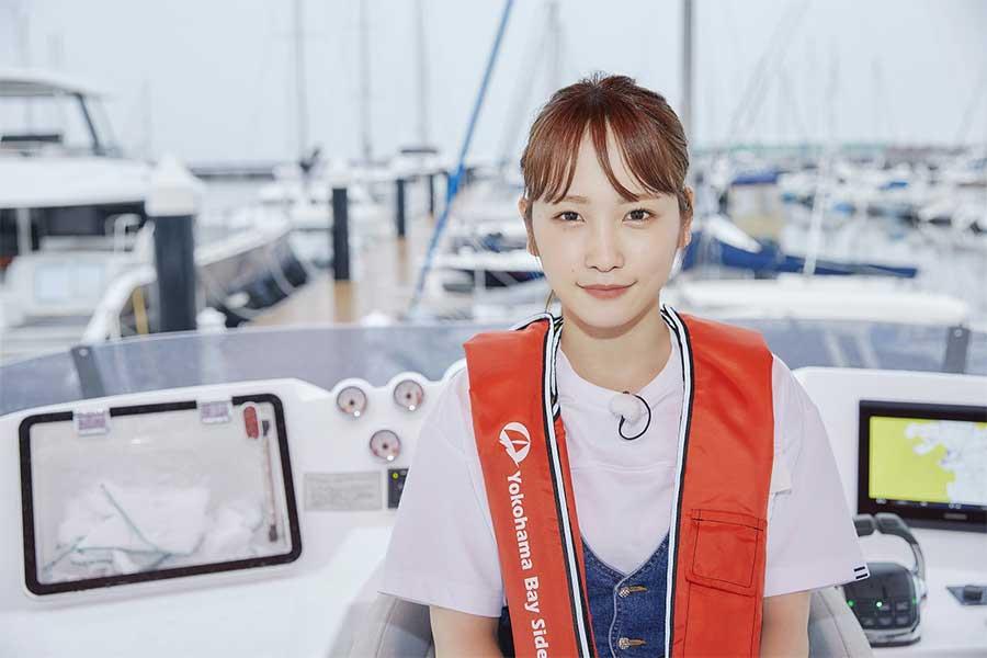 「海の日プロジェクト 2020」に登場する川栄李奈【写真:(C)海の日プロジェクト 2020】