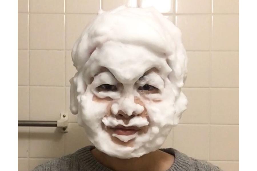 フォロワーから「似てる」と反響の月亭方正の洗顔ものまね【写真提供:杉浦由梨】