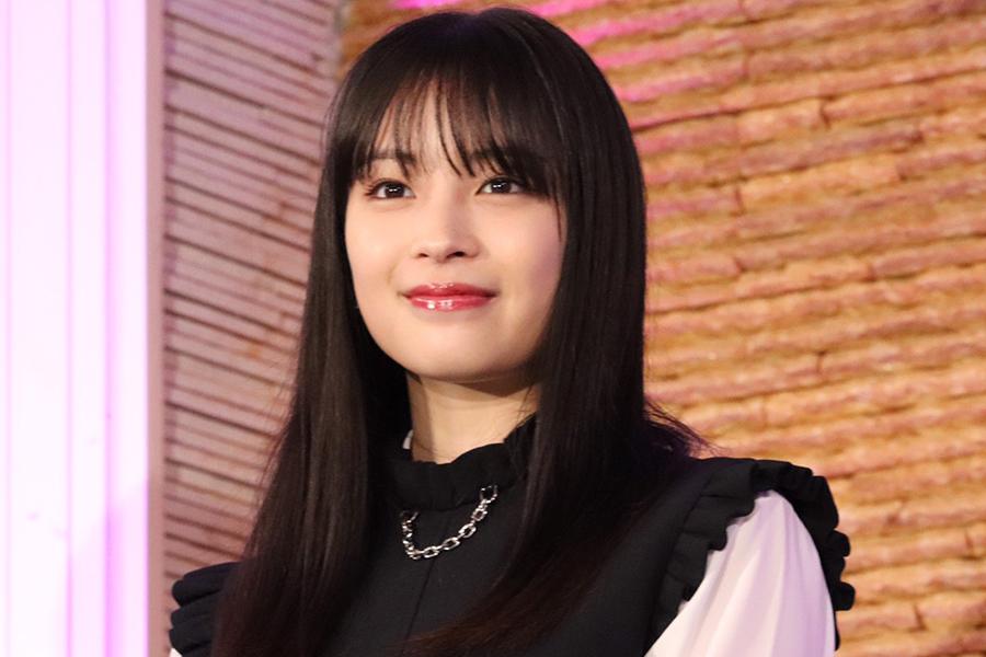 広瀬すずと橋本環奈の相合い傘2S公開にファン悶絶「2人ともお顔小さい!」