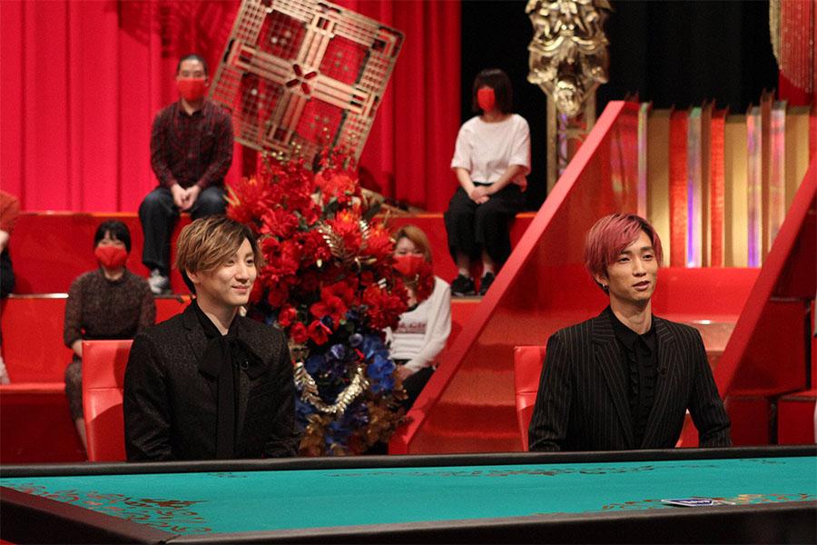 「有吉ダマせたら10万円」に出演する(左から)京本大我、田中樹(C)フジテレビ