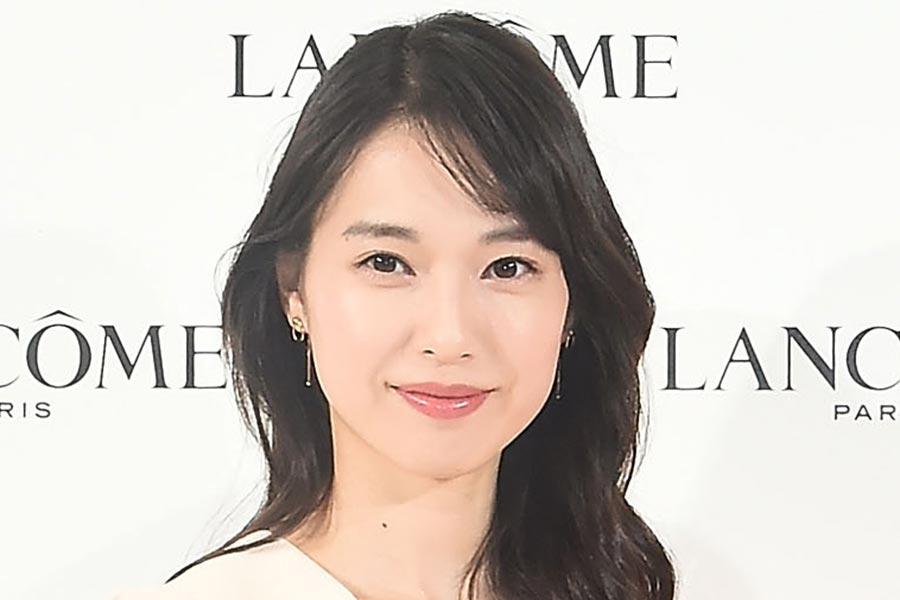 戸田恵梨香、32歳の誕生日に「パワフル女子会」 清川あさみ、大島優子がケーキで祝福