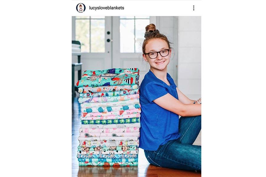 米少女が毛布500枚、マスク1100枚を1人で手作りし無償配布「思いやりで世界は変えられる」