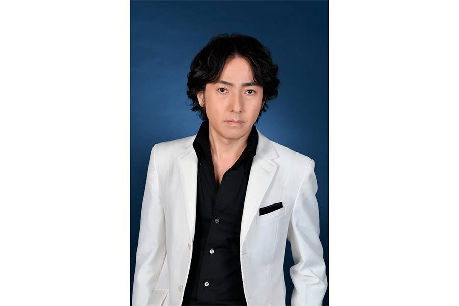 テノール歌手の秋川雅史