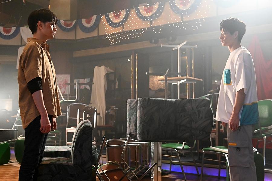 「未満警察 ミッドナイトランナー」第9話では、快(中島健人)と次郎(平野紫耀)のバディが崩壊の危機…!!【写真:(C)日本テレビ】