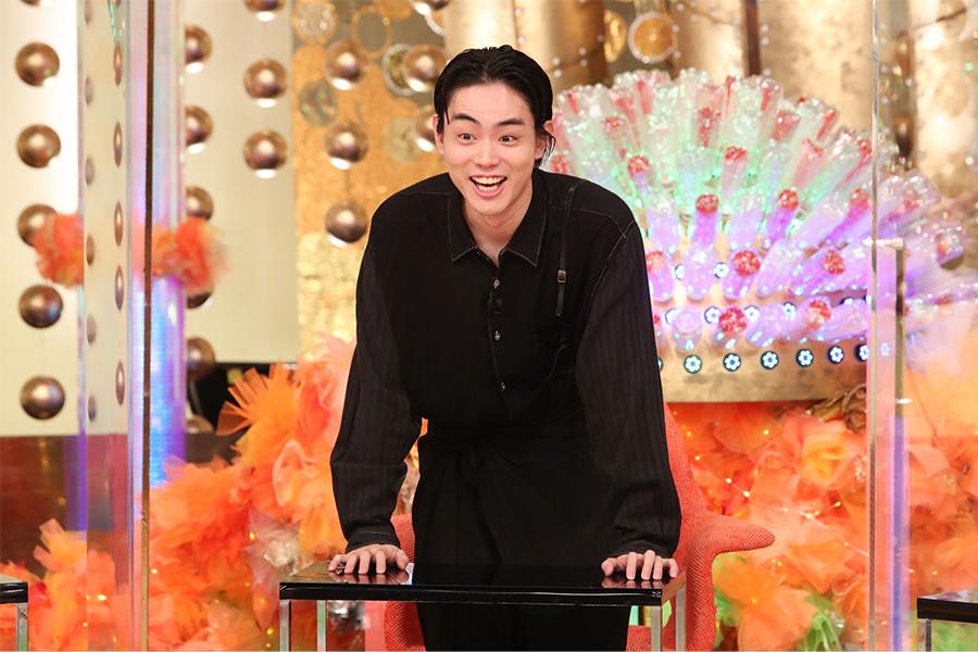 菅田将暉、榮倉奈々が「はだかじゃん…」とドン引きした服装に藤田ニコルらも仰天