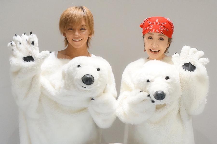 異色のユニット「シロクマ」を結成した小林幸子(右)と松岡充
