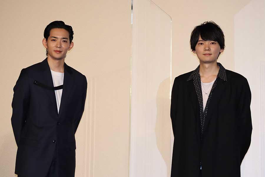 映画「リスタートはただいまのあとで」の会見に出席した竜星涼(左)と古川雄輝
