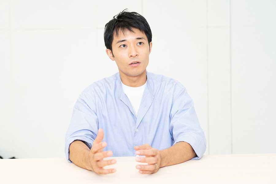 俳優を今始めたからこそ、意味があると語る持田将史【写真:山口比佐夫】